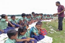 বানে উটুৱাই নিলে আপোন বিদ্যালয়খন, গৰমৰ বন্ধৰ শেষত মথাউৰিতে শিক্ষাগ্ৰহণ কণ কণ শিক্ষাৰ্থীৰ