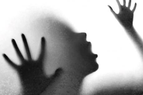 প্ৰথমে বলাৎকাৰ, তাৰ পিছত জীৱন্তে জ্বলাই দিলে যুৱতীক